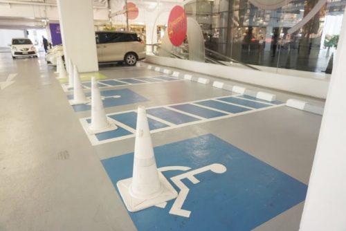 身体障害者用の駐車場。