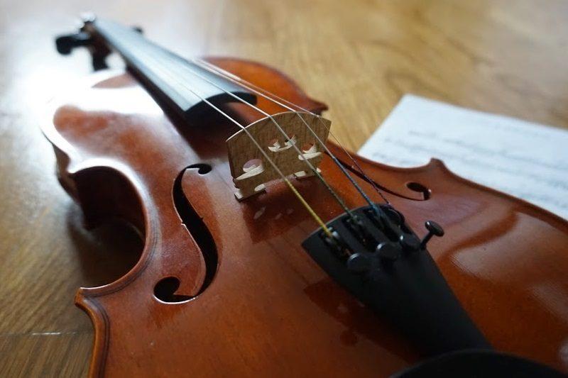 ヴァイオリン。