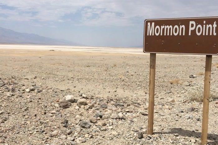 デスバレーのモーモンポイント。