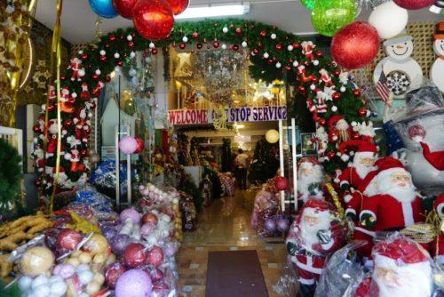 バンコクのクリスマス工場。