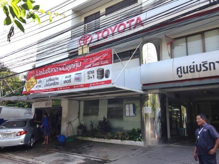 バンコクの洗車場。