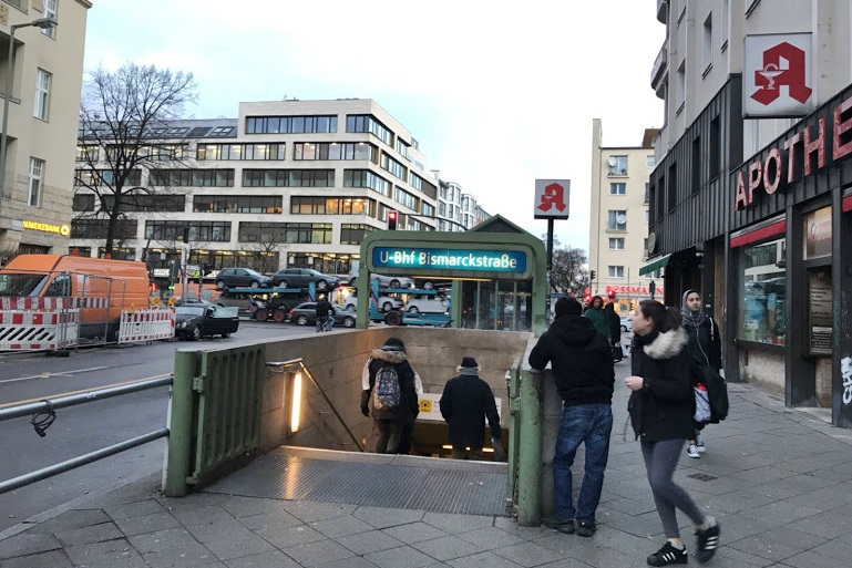 ベルリン地下鉄入り口。