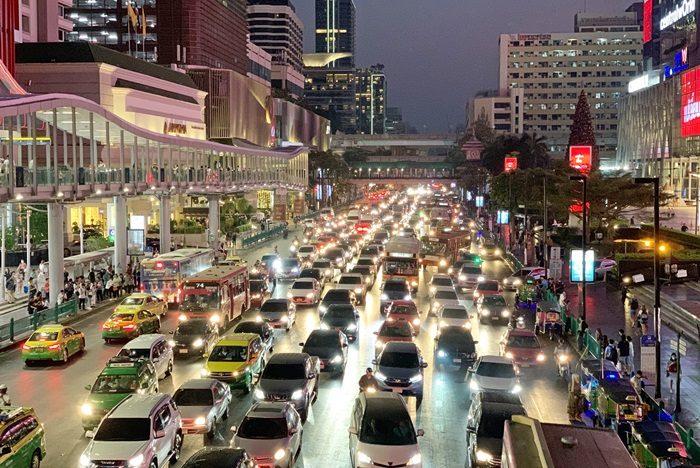 バンコク渋滞とネオン