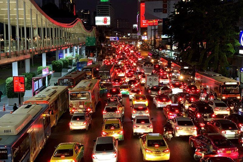 バンコクの夜の大渋滞。
